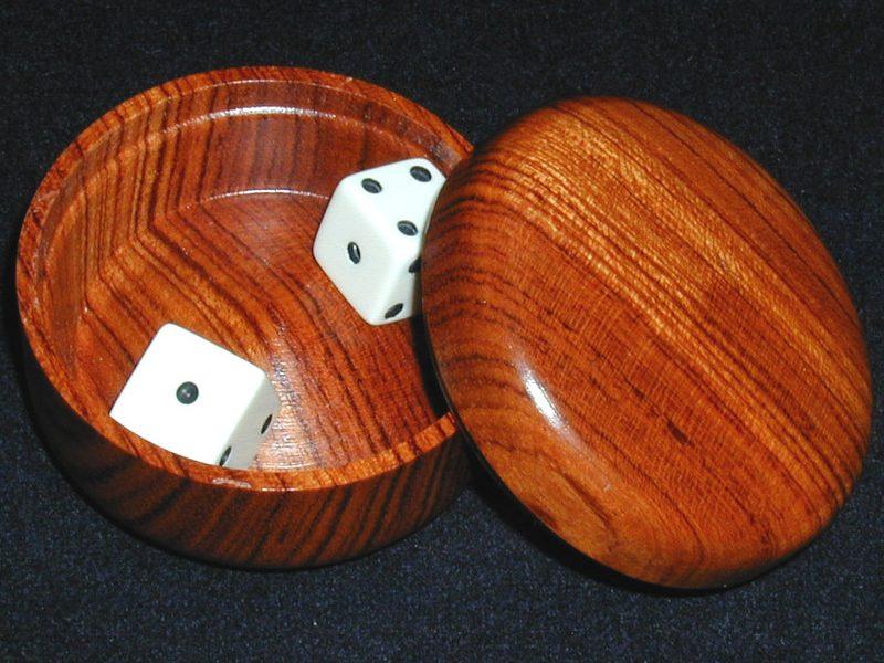 RECHERCHE : Safe sure shot Dice Box en bois
